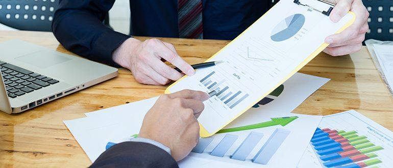 contadores-trabalhando-planejamento-assessoria